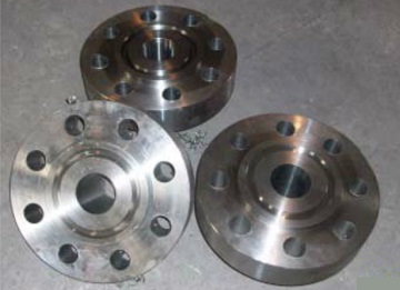 The finished products: Incoloy 825 welding neck flanges