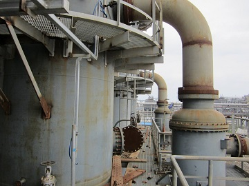 The distillation-column reboiler with Incoloy 825 tube pass