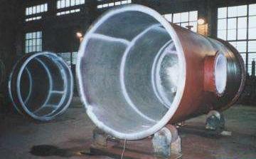 Pressure vessel with titanium lining